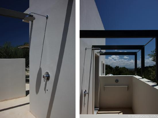 Niriida Guest House: Outdoor shower