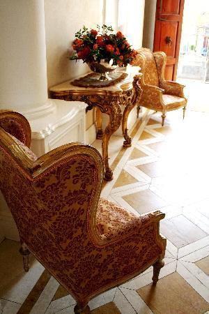 Cricklewood Manor: lovely decor