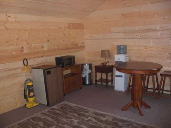 RoundStone Camping Resort: A peak inside our Buckhorn Cabin