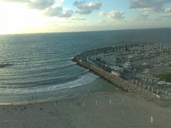 Crowne Plaza Tel Aviv Beach : view from the room