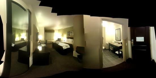 Sleep Inn & Suites: brand new. clean and comfortable. aaa discount. this is room 213