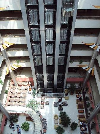 Hotel Intercontinental Addis: View on the lobby