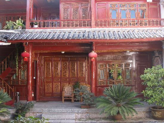 Lijiang Sanhe Hotel: la cour