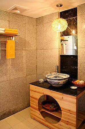 Lijiang Sanhe Hotel: salle de bain