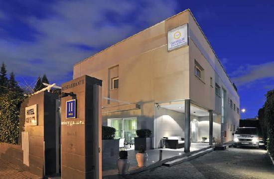 Globales Acis & Galatea Hotel: Entrada Principal y Parking Hotel