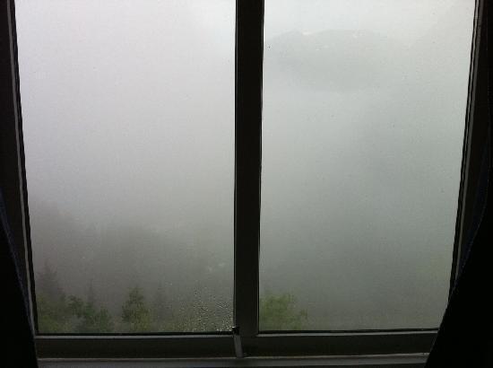 Hotell Utsikten: Fjord-view doesn't help on foggy mornings