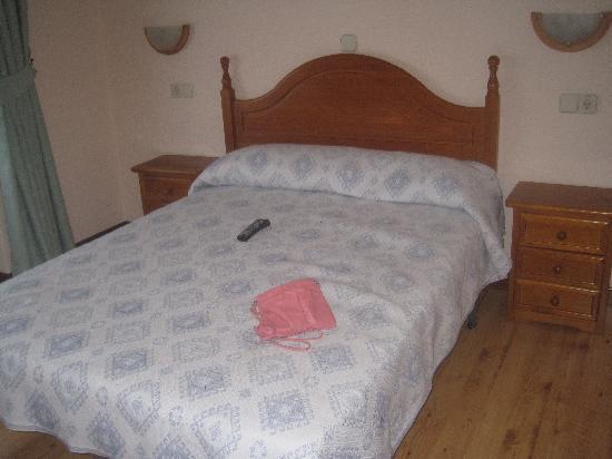 Hostal Zamora : cama matrimonio