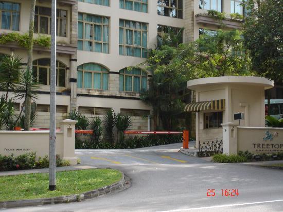 Treetops Executive Residences Singapore Front Drive