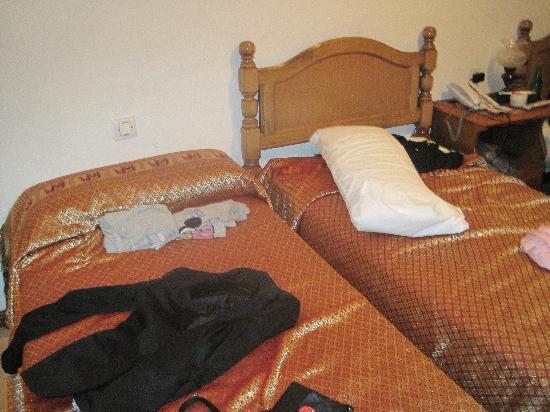 Hotel Cais: camas hab. triple