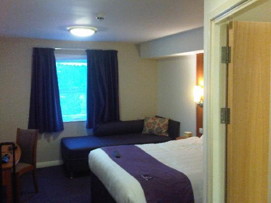 Premier Inn Rochester Hotel : Hotel room