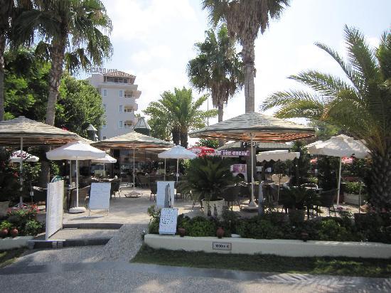 Sun Beach Hotel: Restauran Garten