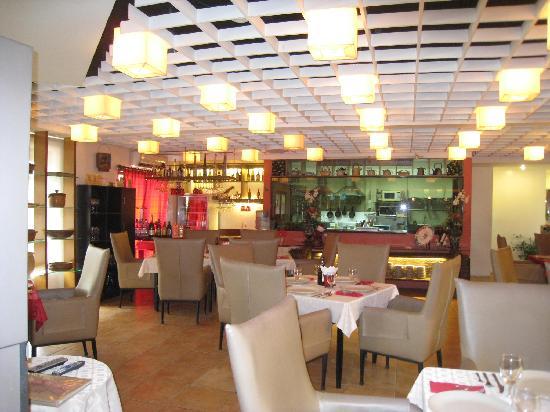 Anisabel Suites: Mamu's Restaurant