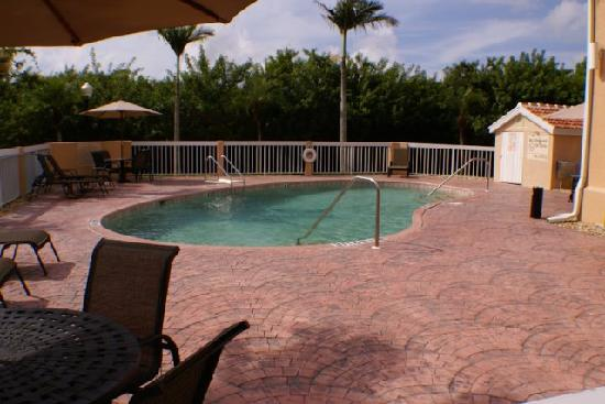 Hampton Inn Port Charlotte / Punta Gorda: Outdoor Heated Pool