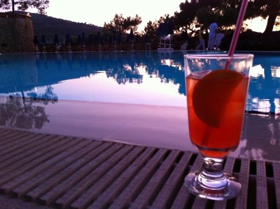 Sensimar Marmaris Imperial: Evening beverage by the pool!