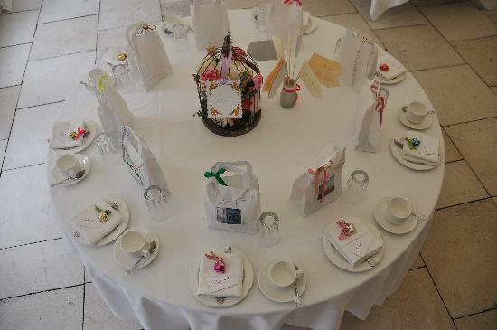 South Elmham Hall Bed & Breakfast: Table sittings