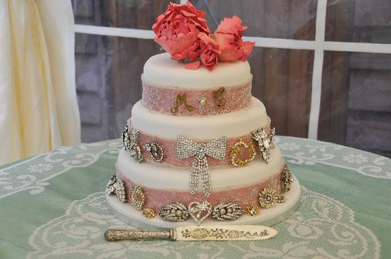 South Elmham Hall Bed & Breakfast: Our cake!