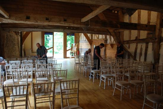South Elmham Hall Bed & Breakfast: The barn ready for the big day!