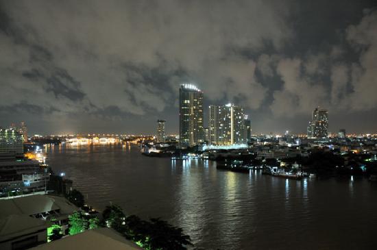 Chatrium Hotel Riverside Bangkok: View by night