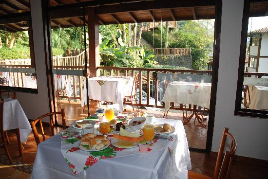 Hotel Coquille - Ubatuba: The breakfast has home-made breads and cakes