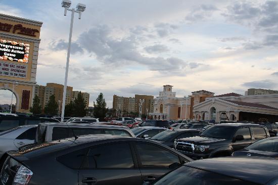 The Grandview at Las Vegas: Blick auf die Anlage vom Parkplatz des South Point aus