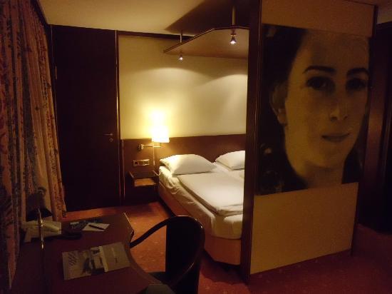 Derag Livinghotel Prinzessin Elisabeth: Beds and study area