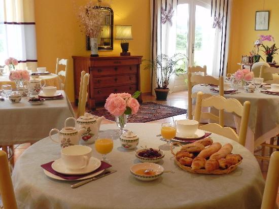 Hotel La Bastide d'Iris: Hôtel La Bastide d'Iris - Salle petits déjeuners