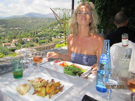 Hostellerie Les Remparts : Great company
