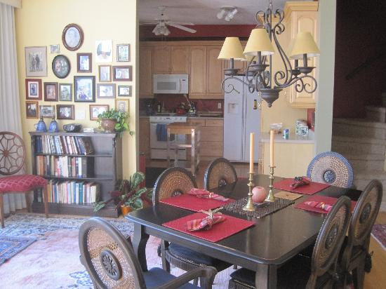 Adagio Inn: Dining Area