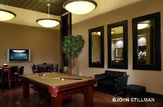 Homewood Suites by Hilton Indianapolis-Downtown: Lobby Billards Room