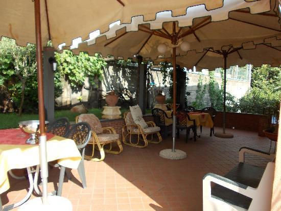 Villa Hirschen: Terrazza esterna