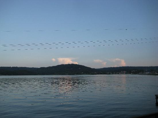 Wyndham Garden Lake Guntersville: what a great view to help you relax as you sit in one of the gazebo areas