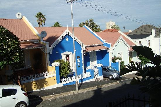 Sweet Ocean View Guesthouse: properties across the road