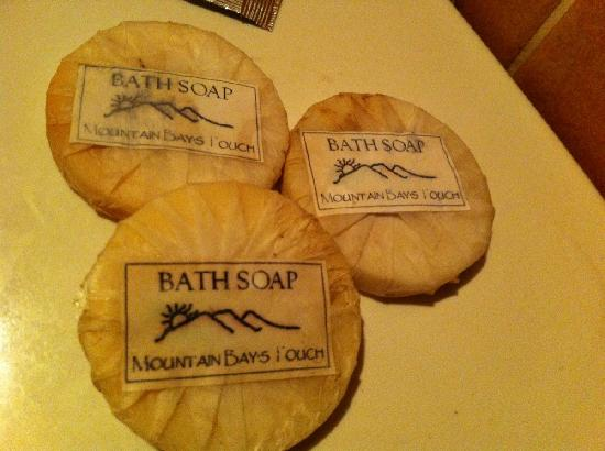 Mountain Bay Spa & Eco Resort: this were the bath soap they prepared for guest