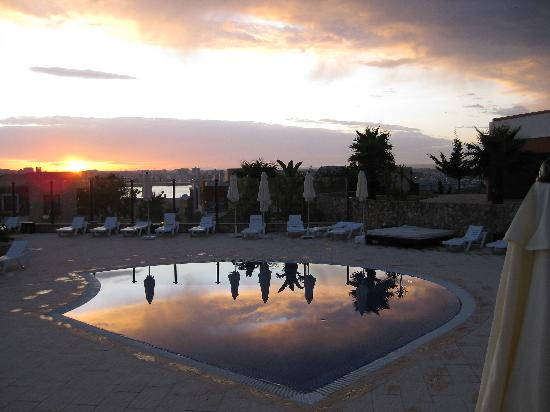 Vitor's Village Resort: Sunset