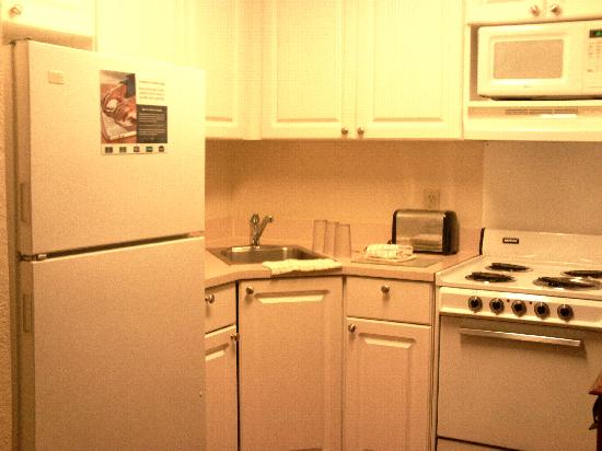 Extended Stay America - Orlando - Convention Ctr - 6443 Westwood: full kitchen
