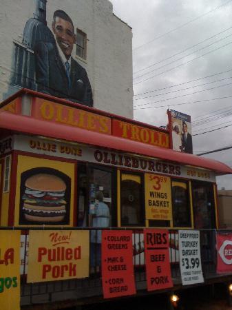 Ollie's Trolley: Try their Ollie Burger!!!