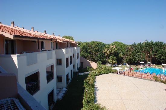 Policoro, Italia: corpo centrale hotel e piscina