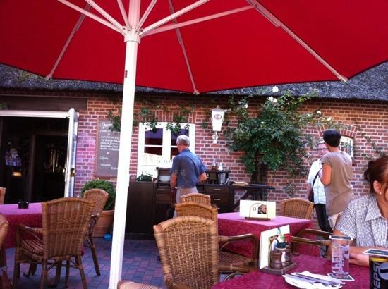 Jok's Steakhouse: Draußen vor dem Tore....