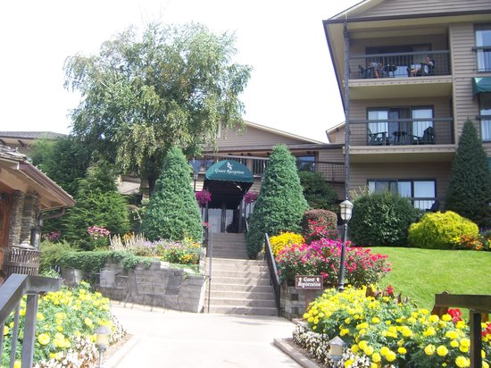 Chetola Resort at Blowing Rock: Beautiful entrance to the Manor House
