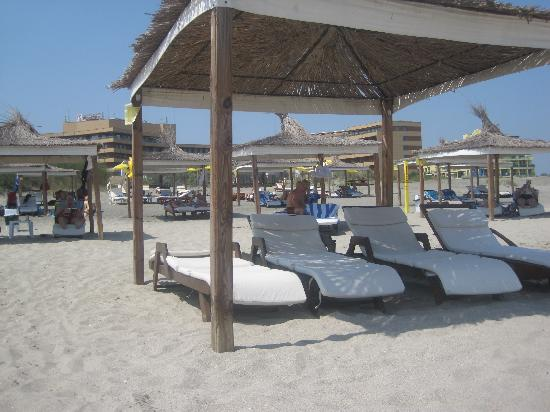 Grand Hotel Pomorie : The beach near the hotel