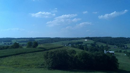 Walnut Creek, OH: View from back side of inn