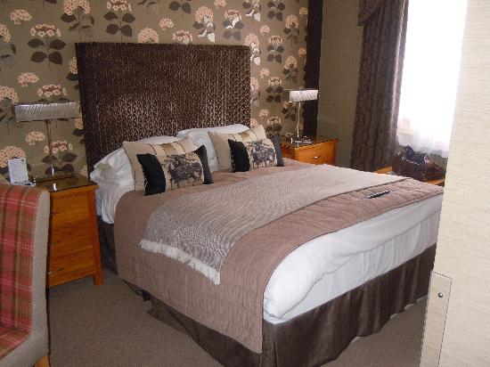 Burt's Hotel: Room