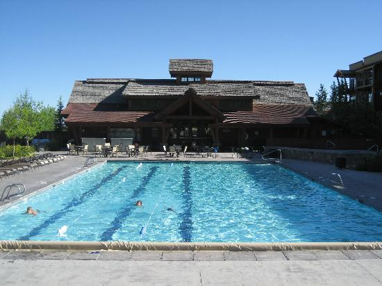 Teton Springs Lodge and Spa: Heated salinated  pool with lap lines