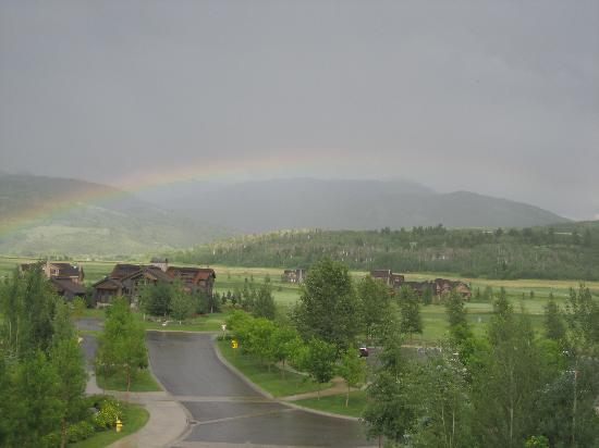 ‪تيتون سبرنجز لودج آند سبا: Rainbow over Teton Valley‬