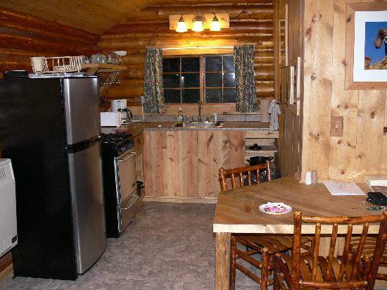 Silver Gate Cabins: Silver Gate Cabin 2 Kitchen