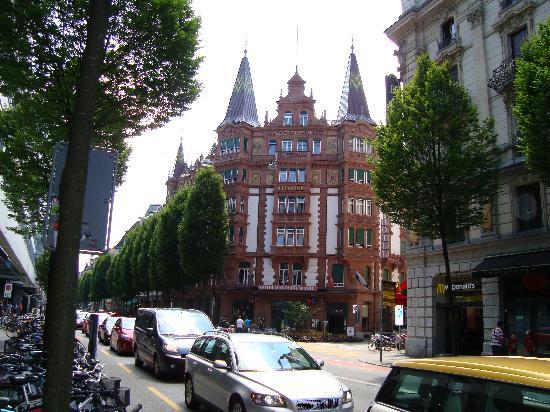 Hotel Waldstatterhof: hotel and restaurant entrance