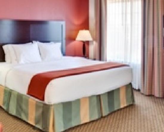 Holiday Inn Express - Pleasant Prairie : Bedrooms