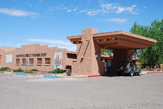 Holiday Inn Canyon de Chelly: The Chinle Holiday Inn reception building