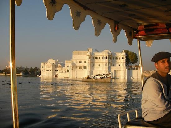 Taj Lake Palace Udaipur: Arriving by boat..breathtaking
