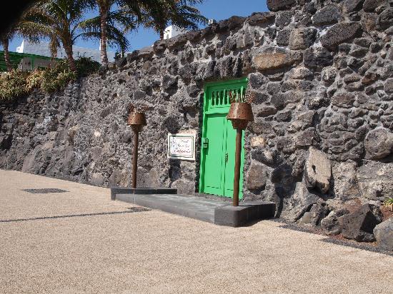 Hotel Casa del Embajador : Doors to the oasis